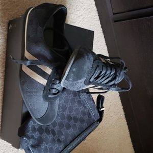 Size 8 GUCCI SNEAKERS & MINI GUCCI PURSE